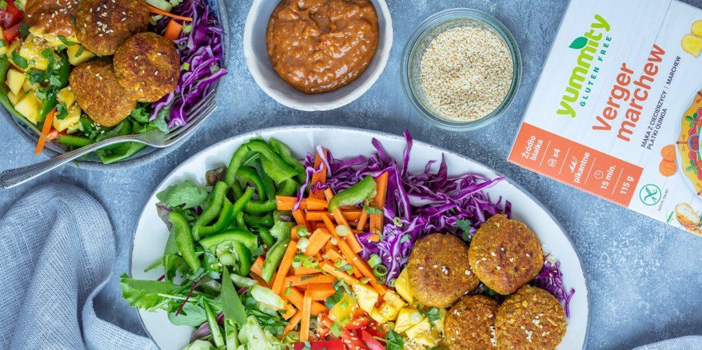 Bowl z marchewkowymi roślinnymi burgerami Praktykularni Yummity